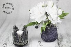 Designový-svícen-s-květinou-na-vánoční-stoly